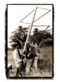 Az Angyalok c. szobor együttes felállítása (elöl: Wolfgang NICKEL, VINCZE Ottó, 078-AKNAY János), Dolmar-hegy, Thüringia, 1997,