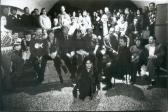 """50. születésnapján a """"Barlangban"""" (elöl: HORVÁTH Judit """"ceremóniamester""""; mellette: AKNAY János), Duna-parti Művelődési Ház, Szentendre, 1999,"""