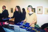 Az Angyalos könyv bemutatója (jobbról: KISS Zsuzsa, SZALAY Fruzsina), MűvészetMalom, Szentendre, 2004,